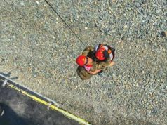 Cliff-hanger rescue of tourists by helicopter (PICS)