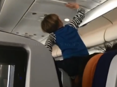"""Passengers recall """"Flight from Hell"""" after 3-year-old screamed for 8 hours straight! (VIDEO)"""