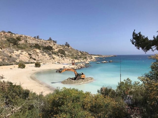 Excavator spotted at Konnos beach worries conservationists