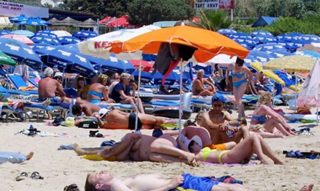 Paphos mayor and ministry tussle over beach licences
