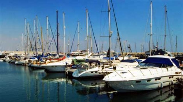 Larnaca marina plans on track