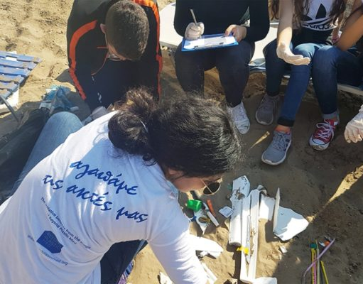 Cigarette butts and straws predominate in beach clean-up