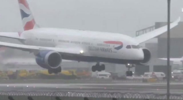 Plane struggles to land at Heathrow Airport – Video