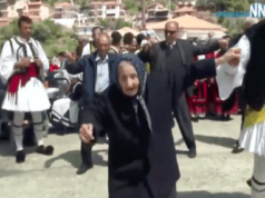 100-year-old Leventissa Yiayia steals hearts as she dances an amazing Tsamiko in Nafpaktos (VIDEO)
