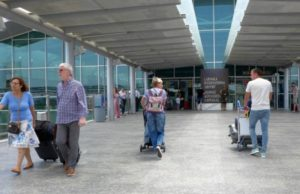 Arrivals of travelers increase in April