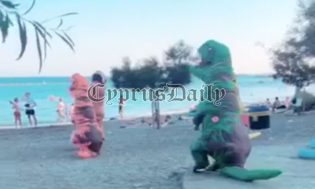 Colourful Dinosaurs invade Limassol! People stunned when they arrived at a local beach! (video)