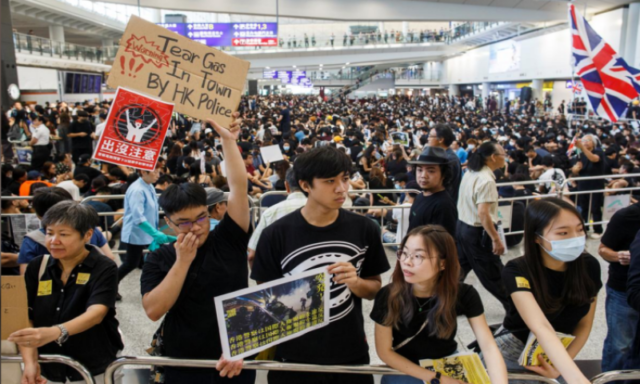 Protesters throng Hong Kong airport!