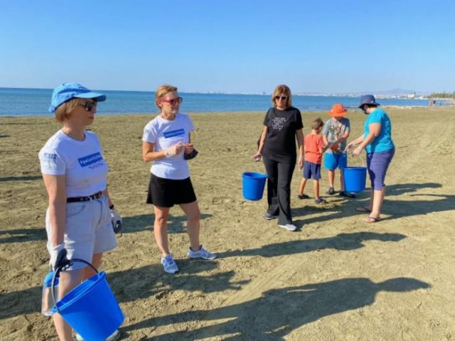 US diplomat participates in international Coastal CleanUp Day event in Larnaca